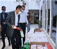 في اول أيام العيد: توزيع كعك العيد علي الأطقم الطبية والمرضي بمستشفيات العزل بالغربية