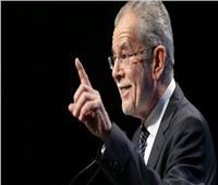 رئيس النمسا يكسر حظر التجوال.. ويبرر موقفه بـ«أول مرة»