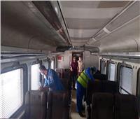 صور| حملة لتعقيم وتطهير قطارات السكة الحديد خلال إجازة العيد