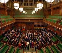 برلمانيون بريطانيون يطالبون الحكومة بإلغاء الحجر الصحي خلال العطلات الصيفية