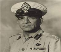 مشاعر إنسانية فى لحظات الوداع بين الملك فاروق والضابط محمد نجيب