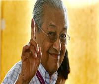 «انقلاب سياسي» في ماليزيا... رئيس الوزراء يطيح بمهاتير محمد من الحزب الحاكم