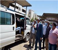 محافظ القليوبية يتفقد مواقف سيارات الأجرة للتأكد من التزام المواطنين وارتدائهم الكمامات
