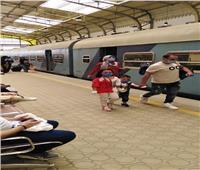 «النقل» تقرر الدفع بقطارات إضافية لمواجهة الكثافات العالية بمحطات قبلي
