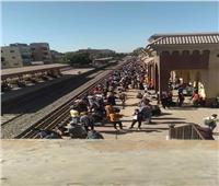 إجراءات عاجلة من «السكة الحديد» لتفادي زحام محطات الصعيد