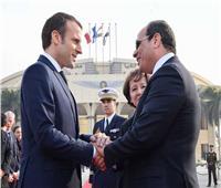 السيسي لماكرون: موقف مصر ثابت تجاه الأزمة الليبية