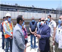 صور| وزير النقل يعلن معدلات الإنجاز بمشروع القطار الكهربائي من موقع العمل