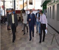 محافظ المنيا يتابع التزام العاملين والمواطنين بالمصالح الحكومية بارتداء الكمامات