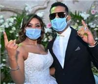 """محمد رمضان يرفع شعار """"نمبر وان"""" بالكمامة في زفاف شقيقته"""