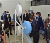 سعد في زيارة لمركز إنتاج الكمامات بجامعة أسيوط ويشيد بالتجربة