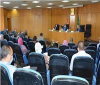 محافظ المنيا يشدد على تنفيذ قرار إيقاف تراخيص البناء لـ 6 أشهر بجميع المدن