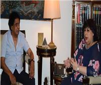 وزيرة الثقافة تستقبل محمد منير لدراسة تنفيذ عدد من المشروعات الفنية