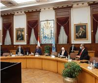 وزير قطاع الأعمال ومحافظ القاهرة يناقشان تطوير منطقة القاهرة الخديوية