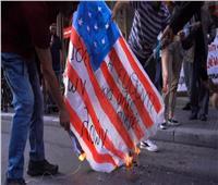الشرطة اليونانية تعتقل 17 شخصًا خلال مظاهرة أمام السفارة الأمريكية