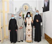 الأنبا باخوم يزور كنيسة «الحبل بلا دنس» بالدخيلة