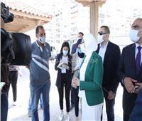 بالصور| وزيرة الصحة تلتقي المواطنين على كورنيش الإسكندرية وتوجه رسالة هامة للمصريين