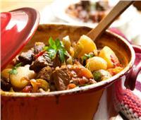 «طاجن التورلي باللحمة المفرومة».. وجبة غذائية متكاملة لأسرتك