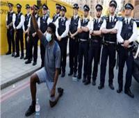 فيديو| متظاهرون ببريطانيا يلقون بتمثال «تاجر الرقيق» في نهر بريستول