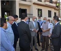 وزير الإسكان يتفقد إنشاء 104 عمارات بحدائق أكتوبر لنقل سكان العشوائيات