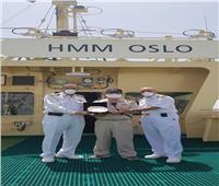 صور  درع قناة السويس لربان سفينة الحاويات العملاقة «HMM OSLO»