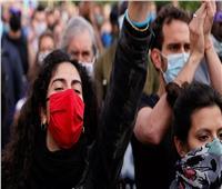 حقيقة سرقة بنك وماكينة صراف آلي وتوزيع أموالها على المتظاهرين في أمريكا