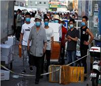 صور| للمرة الثانية.. «سوق» يهدد الصين بموجة كورونا جديدة و«بكين» تعلن طوارئ الحرب