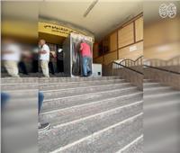 فيديو| رئيس حى العجوزة يقوم بتركيب بوابة تعقيم للمواطنين