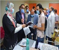 نائب محافظ الاسماعيلية يتفقد تجهيزات قسم العزل بمستشفى الإسماعيلية العام