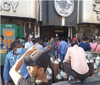 صور  استمرار تدافع وتزاحم المواطنين أمام صديلية الإسعاف برمسيس