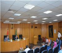 محافظ المنيا يبحث آليات تنفيذ برنامج التنمية المحلية