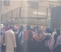 بدء دخول الطلاب لجان الامتحان لأداء اللغة العربية