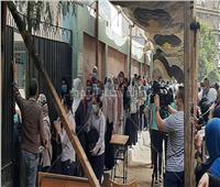 صور.. طابور طويل لطلاب الثانوية العامة قبل دخول امتحان اللغة العربية بالعجوزة