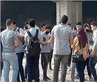 صور| بدء توافد طلاب الثانوية العامة على لجان الامتحانات ببولاق الدكرور