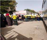 صور| تزاحم الطلاب على أبواب مدارس دار السلام.. وأولياء الامور: فين النظام؟