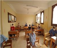 طلاب الثانوية الأزهرية «علمي» يؤدون امتحاني الميكانيكا والديناميكا