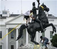 تصاعد الاضطرابات حول البيت الأبيض ومحاولة إزالة تمثال أندرو جاكسون