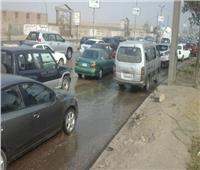 كثافات مرورية بسبب كسر ماسورة مياه على الدائري في اتجاه نفق السلام