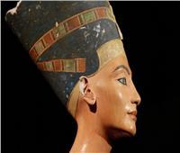 باحث أثري يكشف تفاصيل مثيرة عن «نفرتيتي».. ملكة خلّدت معاني العشق والوفاء