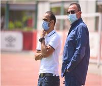 «الخطيب» يحضر مران الأهلي لمتابعة الإجراءات الاحترازية