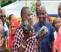 صدق أو لا تصدق.. عامل يصبح مليونير في لحظة بسبب «أحجار»