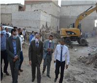 محافظ المنيا يشهد إيقاف أعمال بناء مخالف وإحالة مدير التنظيم للتحقيق