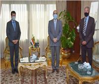 وزير الطيران المدني يلتقي أشرف صبحي وحسن مصطفى