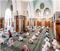 بعد فتح المساجد| الإفتاء توصي بإرتداء المصلين الكمامة واصطحاب سجادته الخاصة وترك المصافحة