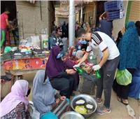 شباب طنطا يوزعون ألف كمامة مجانية و٢٥٠ جوانتي على بائعي الأسواق لمنع انتشار كورونا