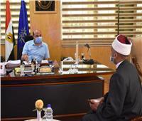 محافظ أسوان يستعرض خطة الأوقاف لفتح المساجد