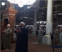 بث مباشر| بالكمامات والتباعد بين المصلين.. صلاة الفجر الأولى من داخل مسجد الحسين