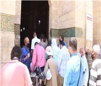 فيديو| بعد غياب.. فرحة المصلين بزيارة مقام السيدة زينب