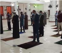 صور| التزام بتعليمات الصلاة في مساجد أسوان.. ومتابعة مستمرة من المحافظ ووكيل الأوقاف