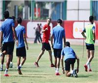 سيزا مدرب الأهلي يعقد جلسه مع لاعبي الفريق قبل انطلاق المران