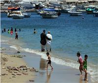 صور| شواطئ الإسكندرية «محلك سر».. ونسبة الإشغالات بالفنادق تقارب الـ50%